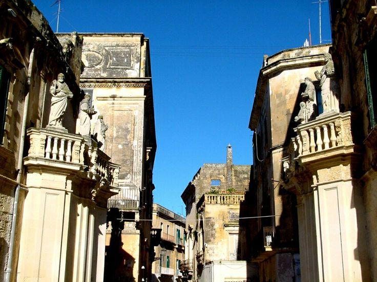 Lecce. Emanuele Manieri.  Prospettiva d'ingresso a Piazza Duomo. Evita l'arco e sviluppa l'immagine del cancello.
