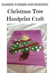 Christmas Tree Handprint Craft - A cute craft to decorate anyone's wall!