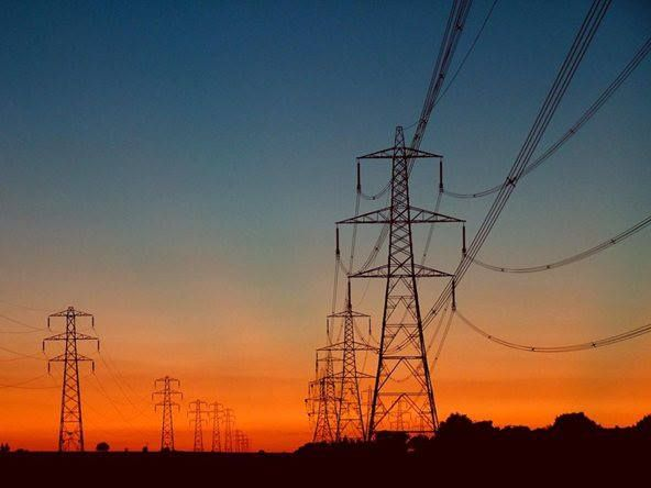 torres detransmision de energia en el interior