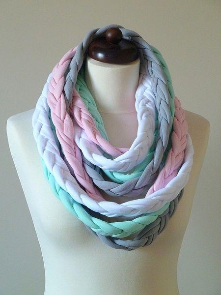 Ekoszale gevlochten sjaal | Repen t-shirt kun je dus tot sjaal vechten. Genoteerd.