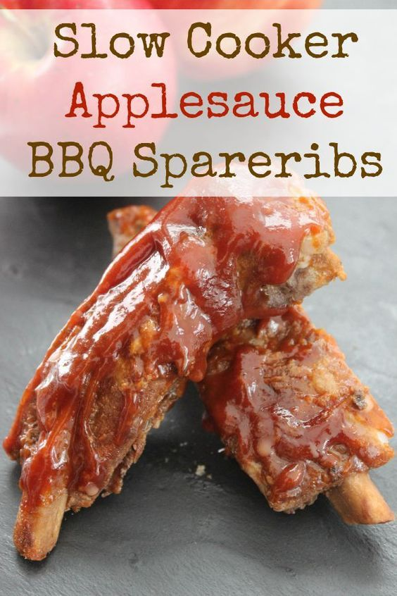 Slow Cooker Applesauce BBQ Spareribs recipe. This crockpot recipe is easy and delicious, and the fresh apple flavor makes it absolutely perfect for fall.