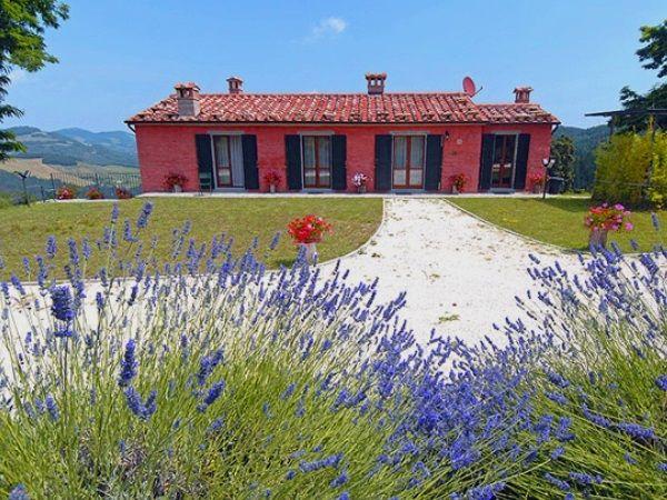 Ideaal voor drie stellen! Zeer groot, vrijstaand vakantiehuis met privé zwembad. Dit pareltje is gelegen op de grens van Toscane en Emilia Romagna.  https://www.italissima.nl/accommodatie/I8607