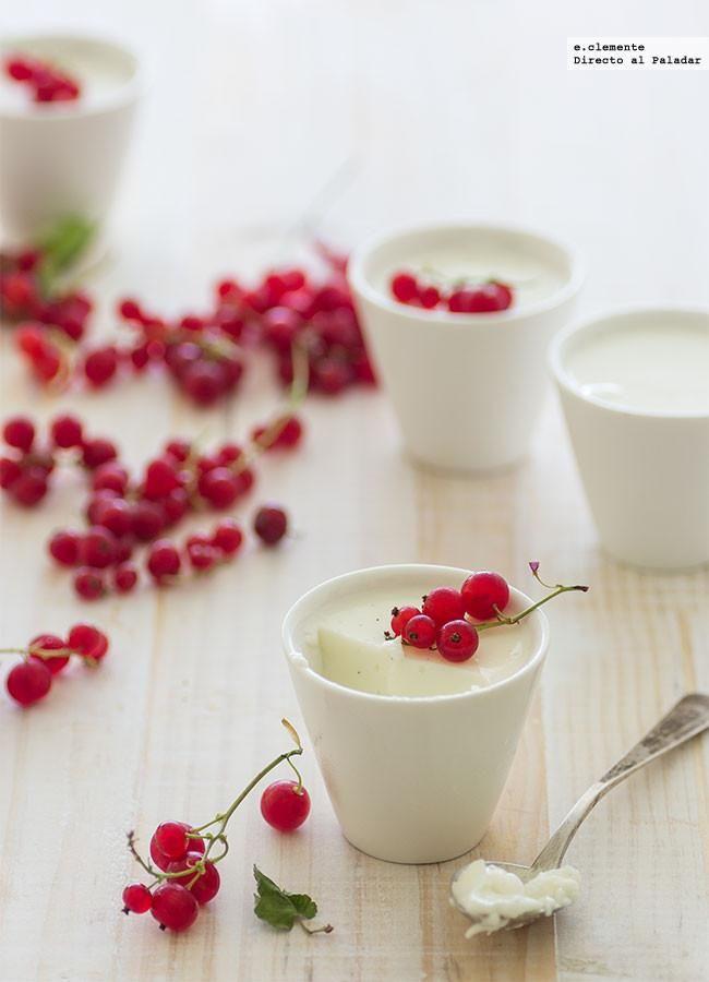 Pannacotta de yogur con grosellas. Receta con fotos del paso a paso y sugerencias de presentación. Trucos y consejos de elaboración. Receta de postres