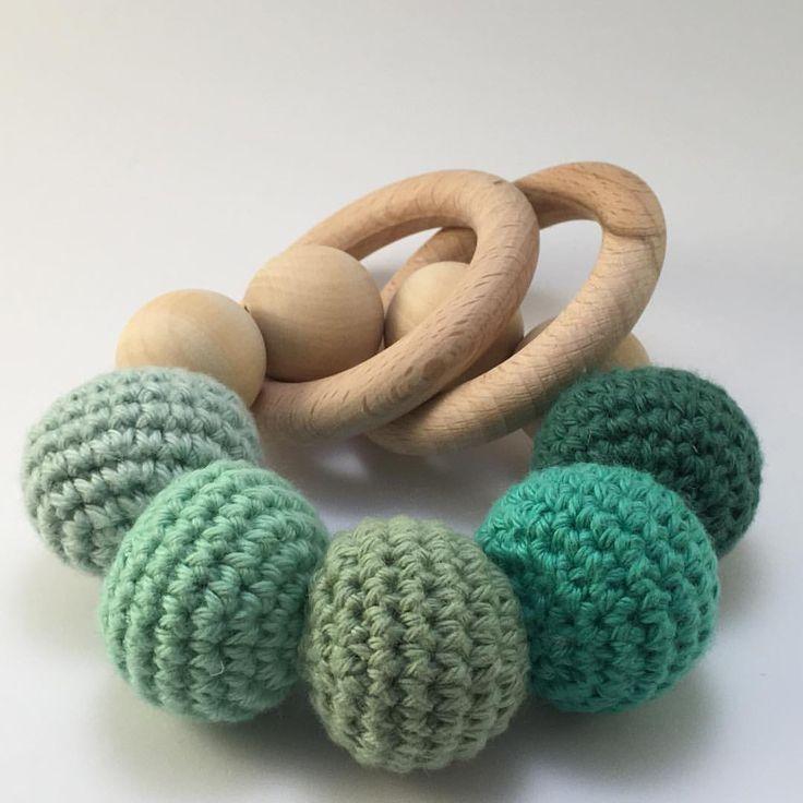 Baby rangle 😊👶🏼 #hækle #hækling #hekle #rangle #træringe #trækugler #homemade #diy #green #grøn #til - gunniskat