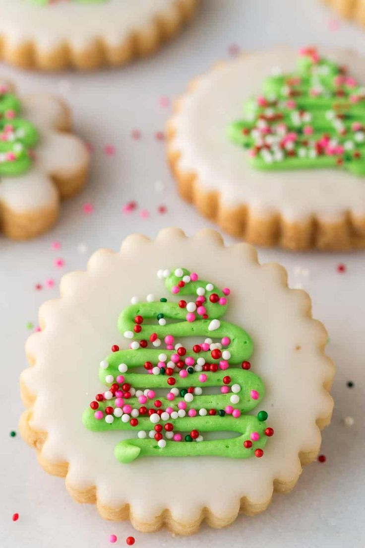 With a super simple decorating technique, these fun, festive and super delicious Christmas Shortbread Cookies look like they came from a fine baking shop!