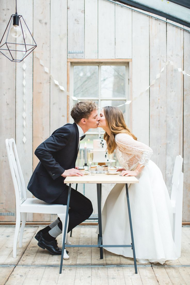 Minimalist weddings |  A styled photo shoot by MUCH LOVE| Photography: Nienke Van Denderen  #weddingideas #inspiration #weddinginspiration #brides #hautecouturedress #minimalwedding #minimaliststyle