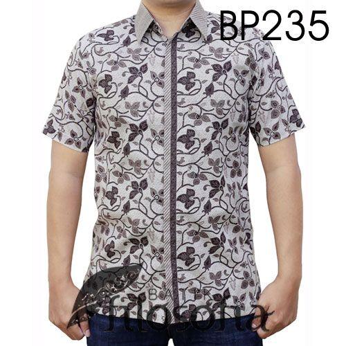 Baju Batik Elegan Lengan Pendek dengan Kode BP235, merupakan batik printing yang terbuat dari bahan katun. Di bagian dalamnya terdapat furing yang terbuat dari katun. Harga untuk kemeja batik kode 235 ini adalah Rp.250.000