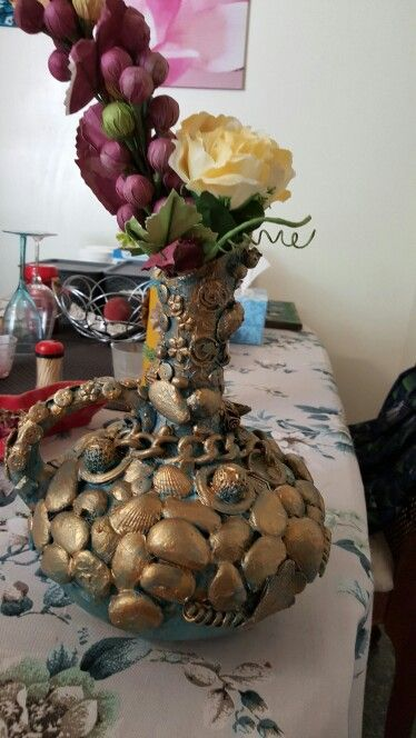 Plain vase dwcor with sea sheels and stones