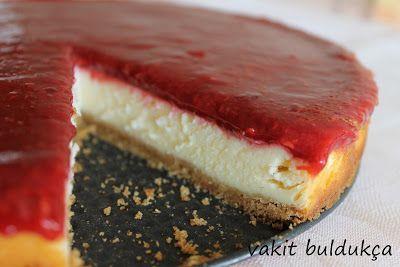 Nefis bir cheesecake daha..  Önce Çikolatalı , ardından Frambuazlı...  Bugün bu güzel kekden yeme şansına sahip herkes bayıldı.  Ben yapt...