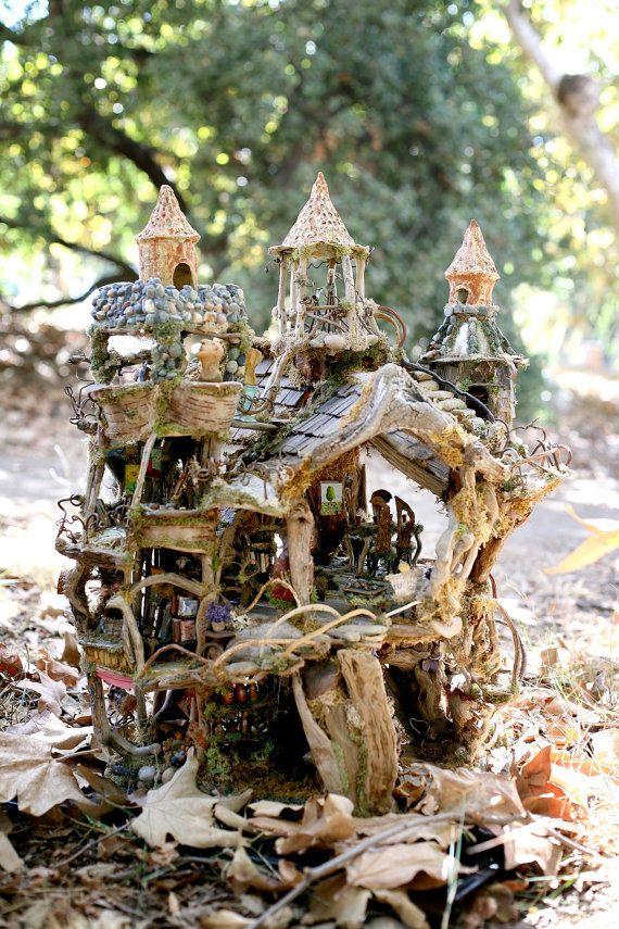 El castillo de hadas, increíble casa del bosque, 2 1/2' de alto, exhibida en American Visionary Art Museum, 2012-2013