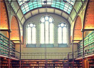 16 Breathtakingly Beautiful Libraries From Around The World. Prachtig om het verschil te zien tussen hele oude, traditionele bibliotheken en hoe moderne bibliotheken zich presenteren. Met o.a.bibliotheek van het Rijksmuseum)