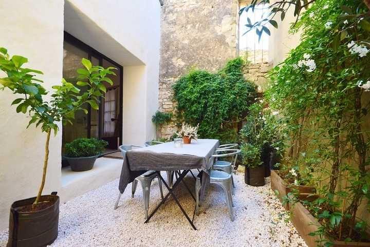 Délicieuse maison de village XIXème avec cour et terrasse - Propriété à vendre Sud de la France