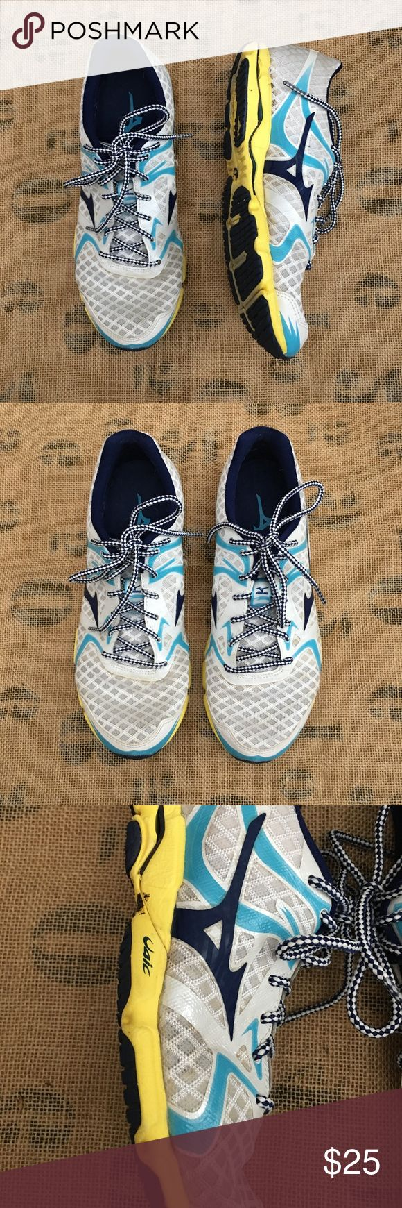 MIZUNO Wave Hitogami Round Toe Synthetic Running MIZUNO Wave Hitogami Round Toe Synthetic Running Shoe Sz 8. Very good condition, no rips, no tears, no stains. They have been cleaned and sanitized. #mizuno #mizunobrand #mizunofootwear #mizunorunningshoes #mizunowavesz8 #womensmizunosneakers #womensmizunowaverunningshoes Mizuno Shoes Sneakers
