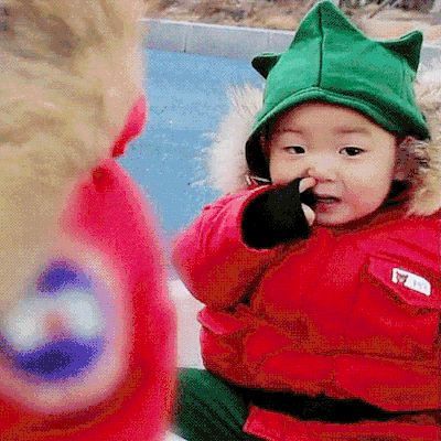 Minguk digging nose | The Return of Superman