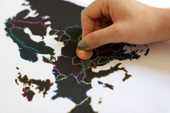 Super angesagtes Geschenk für Weltenbummler: Weltkarte zum freirubbeln. Einfache Anleitung um so eine Rubbelkarte selber zu machen.