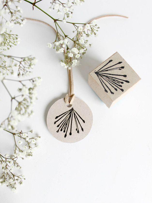 Handgeschnitzter Blütenstempel eines Zylinderputzer Baumes.  **oder einfach nur ein florales Feuerwerk**   Auf der Grußkarte, der Hochzeitseinladung, dem Geschenkpapier,deiner Danksagung,...