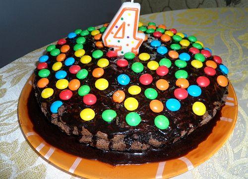 Торт «Пьяная вишня» >>> Любимый торт нашей семьи я испекла на день рождения племянницы Софийки.  Не поленилась, достала фотоаппарат и теперь имею возможность выложить домашний пошаговый рецепт торта «Пьяная вишня» с фото.