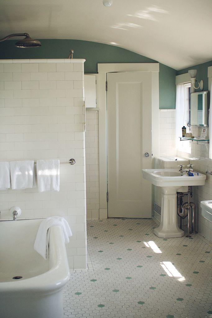 old school bathroom from 1920s