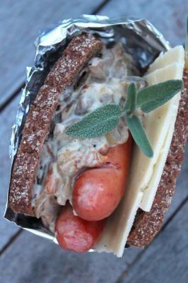 Syksyinen eväs on ruislimppua hot dogin muodossa. Sesongin sienet ovat nyt parhaimmillaan ja sopivatkin oikein hyvin ruislimpun makupariksi.