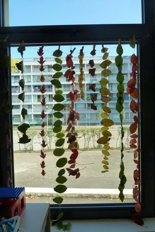 A la fin de la semaine dernière, un groupe d'enfants a décoré les bancs avec des lignes comme Monsieur Pouyet, mais avec des objets trouvés dans la classe : les bouchons. Facile le tri de couleurs ! puis lundi et aujourd'hui (je n'étais pas à l'école...