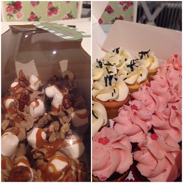 Var snäll mot kollegorna emellanåt, du kommer bli älskad  #fredagsfika #cupcake #minicupcake #fika #gott #yummy #work #kontoret #överaska #surprise #fira #göteborg #linné #gbgftw #homemade #hembakat
