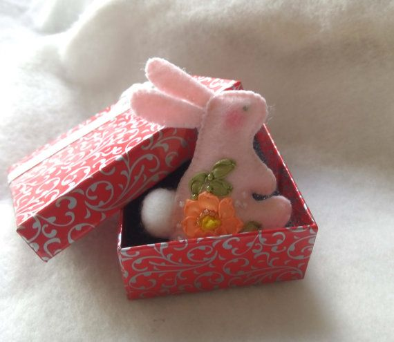 Valentine gift Sweet bunny brooch Felt brooch Felt pin Textile brooch Funny Valentines gift Hand embroidery Gift for her Valentines decor