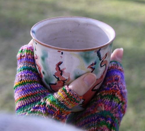 new mitts. and one of my favorite coffecups.