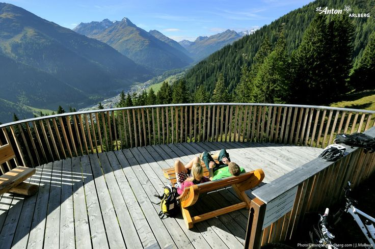 Take a break! Beautiful views are guaranteed for hikers and bikers in St. Anton am Arlberg | Tirol | Austria