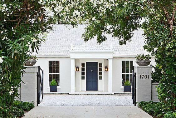 {Suzanne Kasler's Home in Atlanta | Photography via Architectural Digest} There are few things that I love more than a white brick house. White houses are classic, elegant, and truly timeless. I would