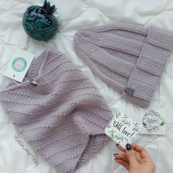 """Обожаю своих """"Гномиков"""" пусть это и не скромно На фото #vlada_knitting_шапкаГном для мамы и комплект для дочи, пряжа 100% шерсть Oh my wool. ________________________________ Последнее время много вопросов в директе про мои МК. Напоминаю, что на страничке @vlada_knitting_mk есть вся информация по описаниям, которые имеются в моем арсенале. На данный момент их всего 4 (Гном, Зефирка, Бутон и Колосок). В следуюшем году я учту ваши пожелания и новые мастер-классы будут по мужским и д..."""