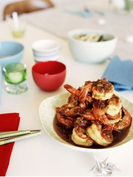Crisp king prawns with honey and garlic sauce