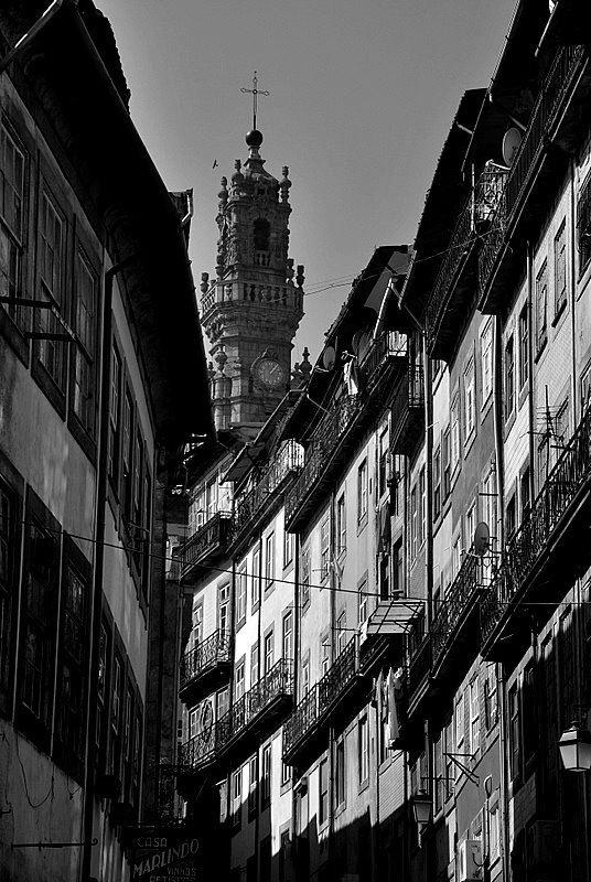 The Rua de Tras street, the one wich take us to the Clérigos Tower, in Porto by Filipe Ferreira http://www.facebook.com/oportocity