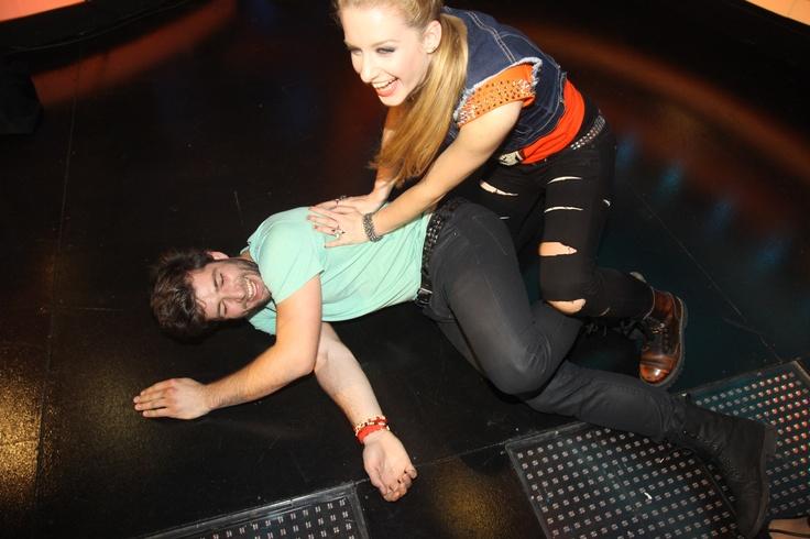 Tak títo dvaja zabojujú o titul SuperStar- zo samej radosti sa nedokázali ani udržať na nohách :-D To, aké divočiny sa dejú mimo kamier sleduj na http://supertv.markiza.sk/