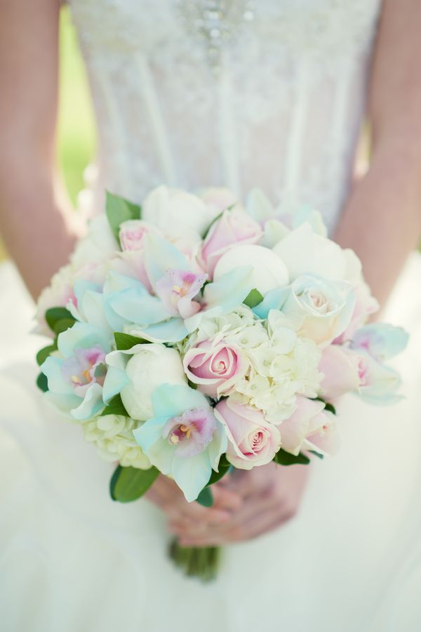 Pastel Bouquet|{Tiffany Blue & Blush Pink} Sweet Cherry Blossom Stylized Shoot|Photography: L'Estelle Photography