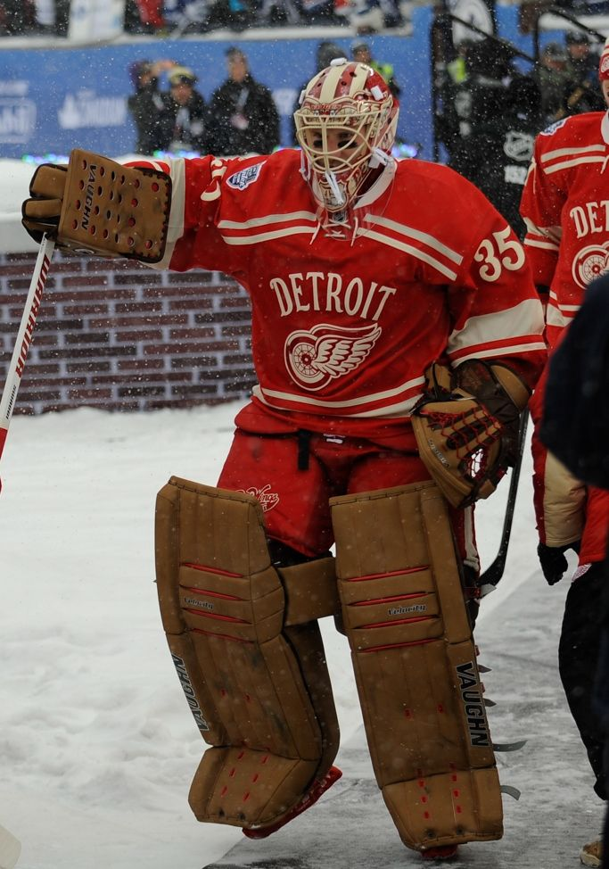 2014 NHL Winter Classic (1/1/14) LOVE the classic, vintage look goalie gear.