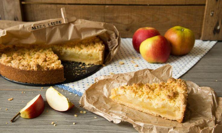 Apfel-Streusel-Kuchen aus der Springform Rezept   Dr. Oetker One of the best apple cakes I have eaten made by my Love MJ