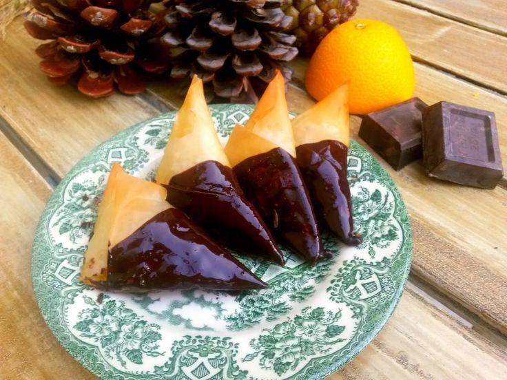 Βουτυρόμελο: Τριγωνάκια με πορτοκάλι και σοκολάτα