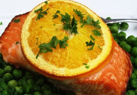 Orange-Honey Baked Salmon  4 salmon fillets (6 oz each)    Salt and black pepper    4 tablespoons honey    ½ cup fresh orange juice    4 slices fresh orange    3 tablespoons fresh chopped parsley    Orange zest (1 medium orange)