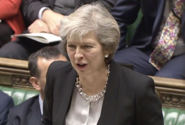 Theresa May promet de « protéger » les fêtes chrétiennes coûte que coûte