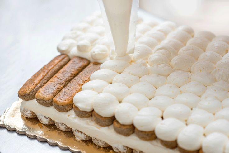 Rețeta de Tiramisu este, poate, cea mai populară rețetă de desert italiană, la baza căreia stau biscuții Savoiardi (pișcoturile) bine înmuiați în cafea concentrată și straturi de cremă pe bază...