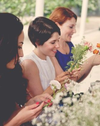Get the how-to for these DIY hanging flower garlands designed by The Kitchy Kitchen's Claire Thomas, and incorporate the activity into your bridal shower.