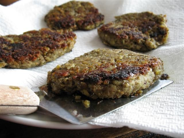Lentil burgers... can't wait to try these! Simple, cheap recipe that doesn't call for weird stuff.