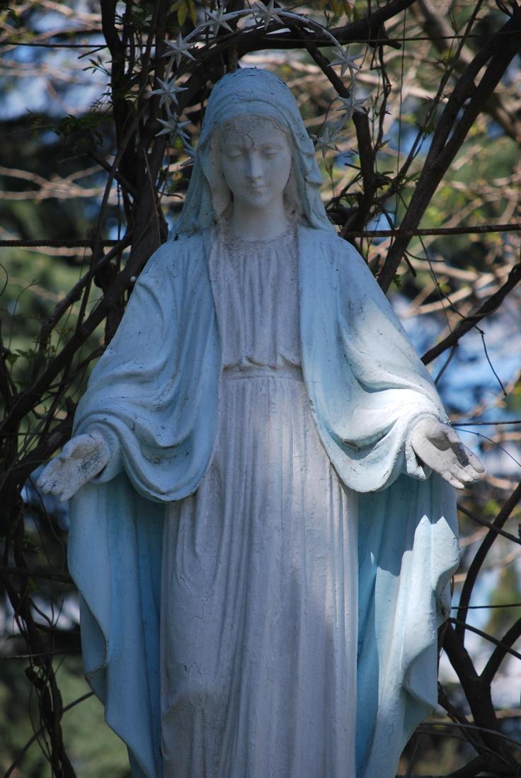 Estatua De La Virgen En Nuestros Jardines Fotos Andrea