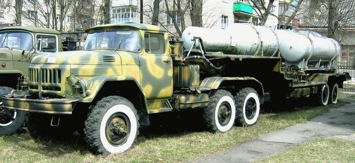 Автопоезд ЗИЛ-137 с транспортной машиной 9Т226 ракетного комплекса «Круг»