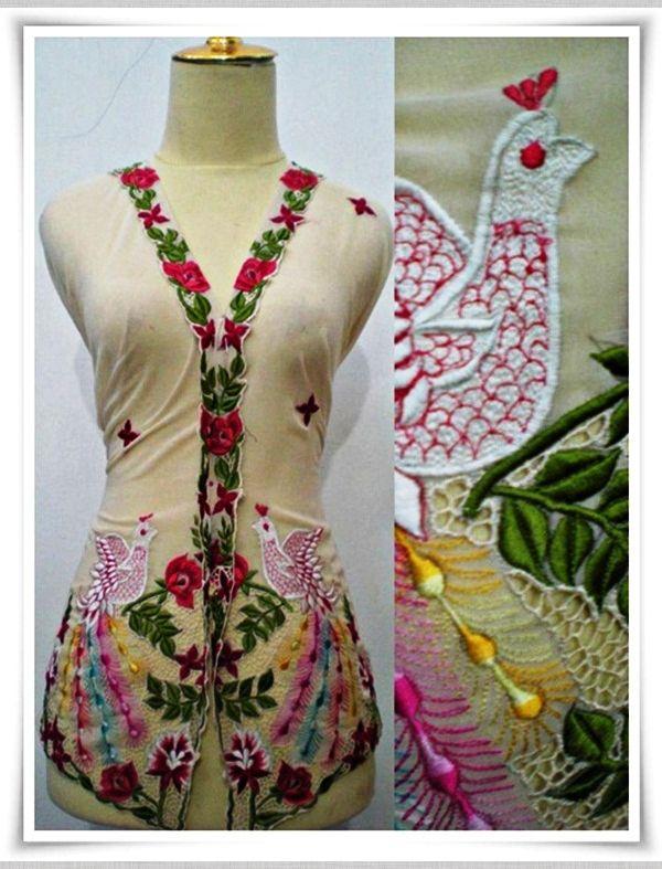 Kebaya Nyonya Burung Merak Cream - KNP054 [Kebaya Nyonya] - RM135.00 : IzzKebaya Collection, The House of Kebaya Nyonya and Kain Pasang Sulam