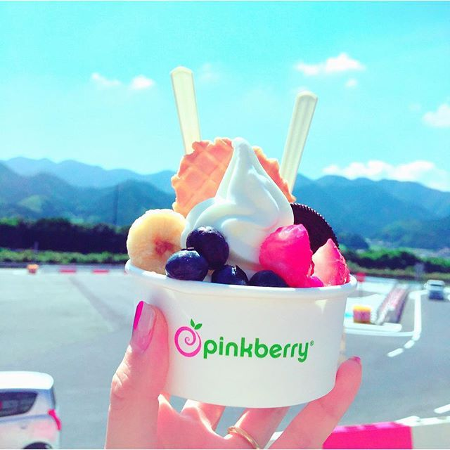 #pinkberry#pinkberryjp#pinkberryjapan@pinkberry_japan  カリフォルニア生まれの🍧  #古賀市#古賀SA#高速道路  子供のころからSAが好き🚗  #フローズン#ヨーグルト   よーぐるっぺ✋
