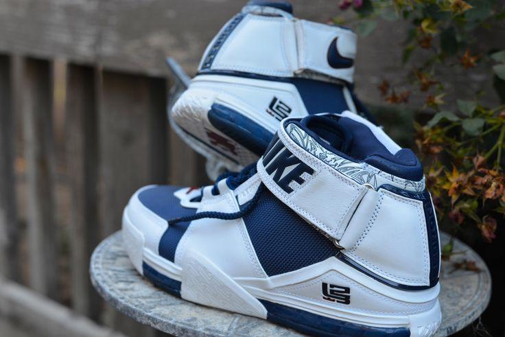 Nike Zoom LeBron II (White/Navy) Size  Deadstock