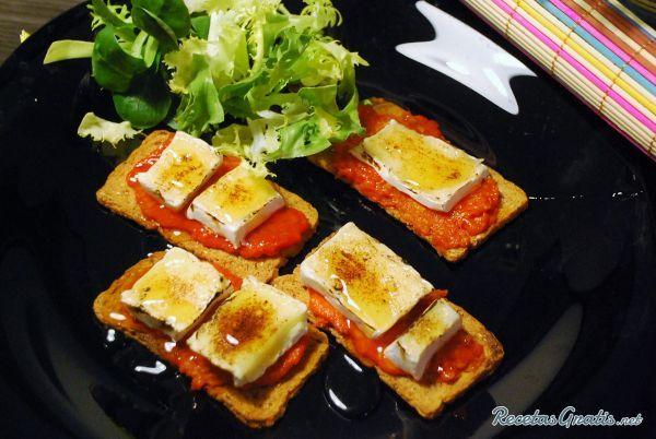 Tostadas de sobrasada con miel #Recetas #RecetasFáciles #RecetasGourmet #Aperitivos #Entrantes #Tapas #Sobrasada