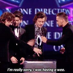 When Harry ran on stage late to accept their award because when you gotta go, you gotta go: | The 29 Most Life-Changing One Direction Moments Of 2014