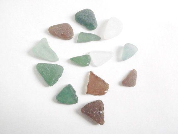 assortiti triangolo vetri di mare verde bianco ambra materiale per creare gioielli mosaici vetro marino spiaggia sabbia onde lasoffittadiste
